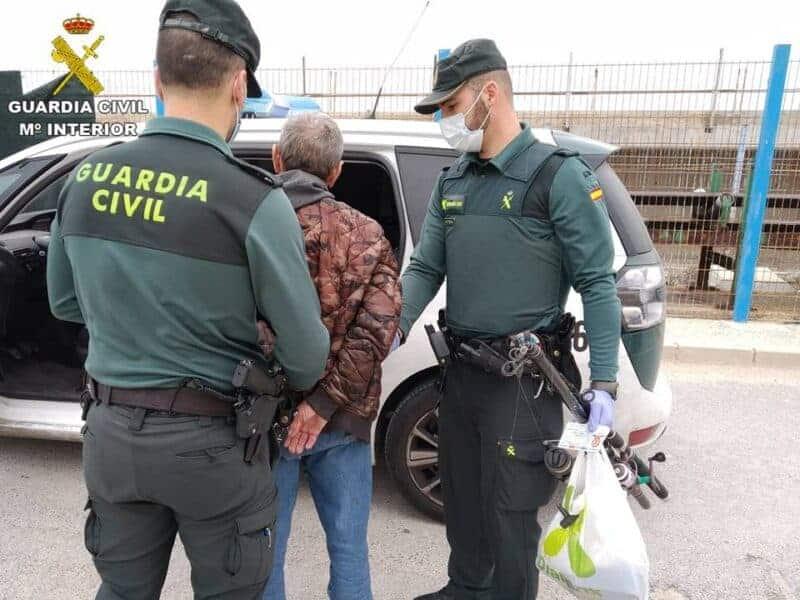 La Guardia Civil detiene en Guardamar del Segura a un conductor por tráfico de drogas - Albatera Actualidad